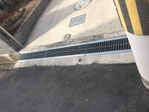 側溝の鉄板を交換