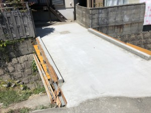 大阪府羽曳野市高鷲の橋を架ける工事